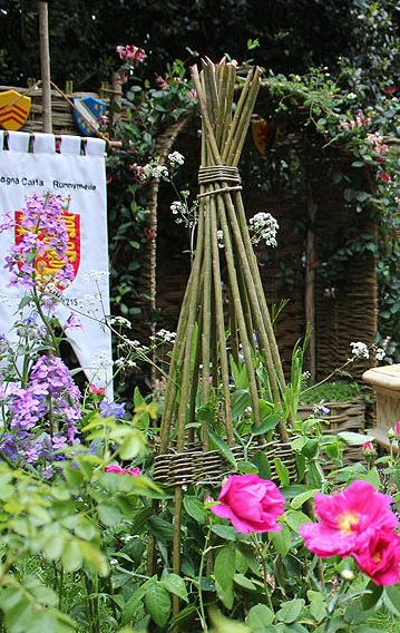 twig trellis photo taken by Rictor Norton and David Allen at the 2015 Chelsea Flower Show